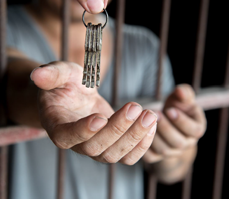 """""""# Io resto in carcere"""". La detenzione all'epoca del COVID-19"""